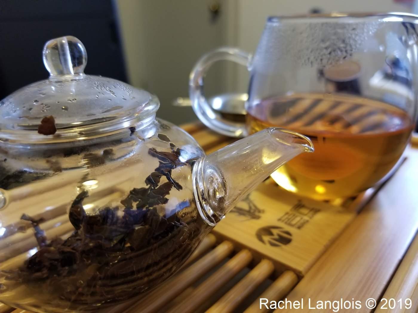 Théière en verre et pichet pour le thé
